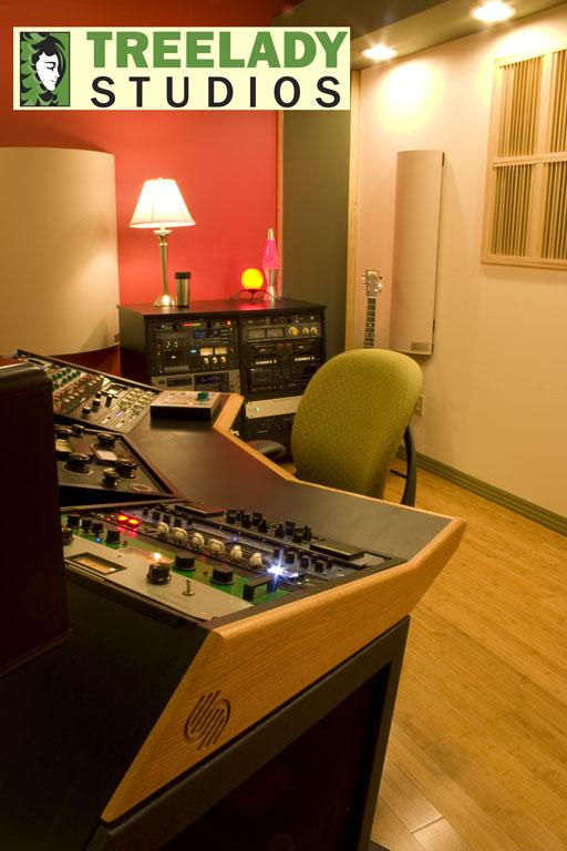 Treelady Studios with Curve Units